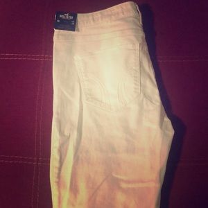 brand new pair of white Hollister jeans size 13.